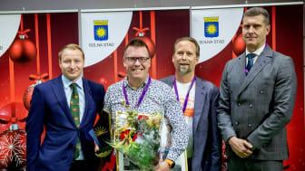Årets företagare Björn Sjöstrand tillsammans med Pehr Granfalk, kommunstyrelsens ordförande, Niclas Herneteg (Företagarna) och Jan Marklund (Stockholms Handelskammare). Fotograf: Casper Hedberg