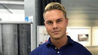 NÖJD BUTIKSCHEF. Christopher Nilsson och hans medarbetare på JYSK i Luleå är bäst i världen på att nå företagskunder.