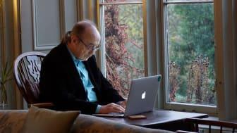 Ny søknadsrunde med Elkjøpfondet er i gang: Elektronikkjeden melder om at det igjen er muligheter for å søke om midler til å bekjempe digitalt utenforskap. Foto: Unsplash.com