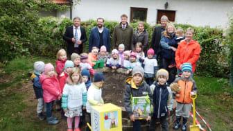 Schlaugärtner-Zwerge in Pettendorf: Kindergarten St. Margareta erhält Unterstützung vom Bayernwerk