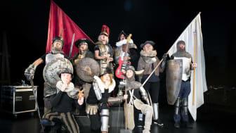 Don Quijote-ensemblen är redo för den sista drabbningen. Foto: Lina Ikse