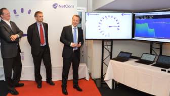 Langt fremme: - Hastighetene vi har sett i dag er et bevis på at Norge ligger helt fremst i den teknologiske utviklingen, sa Ketil Solvik-Olsen idet NetCom (nå Telia) satt verdensrekorden i 2015.
