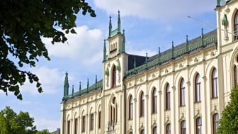 Pressinbjudan: Rådhuset i Örebro byter färg