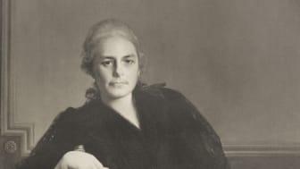 Wilhelmina von Hallwyl är kvinnan, kulturmecenaten och samlaren som skapade Hallwylska museet och som nu firas med en jubileumsutställning.
