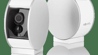 Den unika säkerhetskamera Somfy Security Camera med en motoriserad slutare för ökat integritetsskydd.