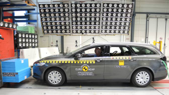 Helt nya Ford Mondeo erhåller högsta betyg - 5 stjärnor - i Euro NCAP:s säkerhetstest
