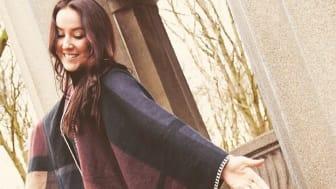 Cassandra Nyström är eldsjälen bakom skolkören på Bladins International School.