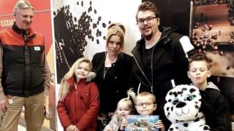 Texaz familj träffar handlaren Thomas Andersson i Bromölla.