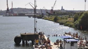 Det allmänna badet i Jubileumsparken öppnade sommaren 2015 och blev genast en succé. Foto: Jubileumsparken
