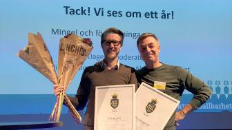 Magnus Servin från Hönsinge Hantwerksbryggeri tillsammans med Tareq Taylor ur juryn. Foto Anna Lind Lewin