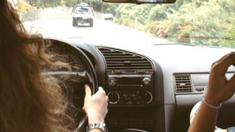 Nicht selten kommt man in Situationen, in denen man seinen Fahrersitz einem Dritten überlässt. Kein Problem, wäre da nicht die Kfz-Versicherung.