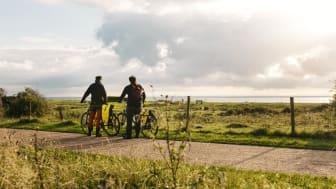 Tyska besökare i Sverige älskar att uppleva naturen, och hos tyska researrangörer kommer cykling starkt som tema. Foto: Apelöga
