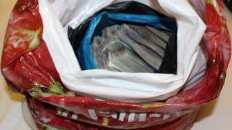 E 02 18 Cash in bag