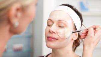 Sensitive Skin Rescue FaceFit - masque application (1)