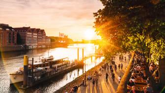 Bremen: Weserpromenade ved solnedgang © BTZ Bremer Touristik-Zentrale F: Jonas Ginter