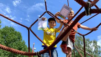 Bröderna Abbe och Valle Hygge Brüngel testade lekplatssafarin genom att besöka Vesslans lekplats på Herrhagen.