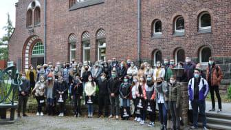44 Erstsemester begrüßt (hintere Reihe, von links): Prof. Dr. Nicole von Langsdorff, Ute Kaisinger-Carli, Bürgermeister Stefan Pinhard, Prof. Dr. Volker Herrmann und Hephata-Vorstand Maik Dietrich-Gibhardt.