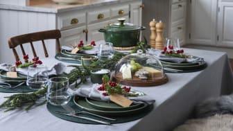 Utendørsservering med varme pledd og gløgg, eller et vakkert dekket bord med fint juletilbehør?