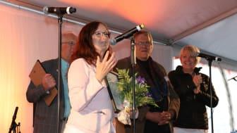 Karin Fällman och Sven Roosqvist tar emot priset för årets kooperativ på Mötesplats Lycksele. Foto: Gold of Lapland