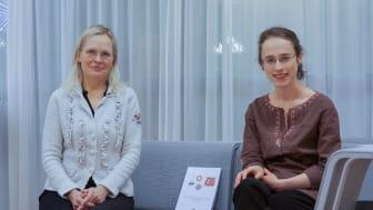 Bernadette Sztojka och hennes handledare professor Hannele Tuominen småpratar efter disputationen. Foto: Anne Honsel