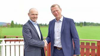 Dag Magne Søyland, administrerende direktør i Ucom og Ove Fredheim, direktør for Telenor bedrift mener oppkjøpet styrker Telenors rådgiverrolle i bedriftsmarkedet. Foto: Martin Fjellanger