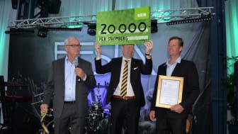 Årets plåtslagare korades på Plåt & Ventföretagens kongress den 20 maj. Från vänster: Thord Blomquist, ordförande i Stiftelsen Plåtslagaryrkets fond, Johan Lindström, vd i Plåt & Ventföretagen samt Årets plåtslagare 2016, Pär Strömberg.