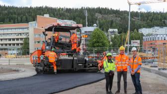 Teststräcka i Sundsvall. På bild fv Monica Normark, Sekab, Lars Jansson, Peab Asfalt, Mats Wendel, Peab Asfalt