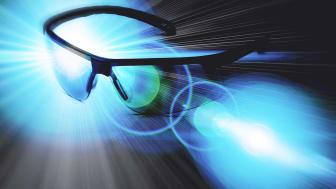 Fotokromatisk lins på nya skyddsglasögon Worksafe Lynx PRO underlättar i jobbet
