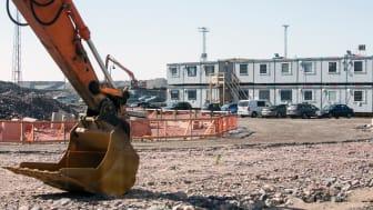 Cramo vuokraa rakennuskoneiden lisäksi Lemminkäiselle myös siirtokelpoisia tiloja sekä tarjoaa rakentamista, saneeraamista ja kunnossapitoa tukevia palveluja