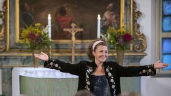 Anna Eklund-Tarantino i Dala-Floda kyrka. (Foto: Poul Hansen)