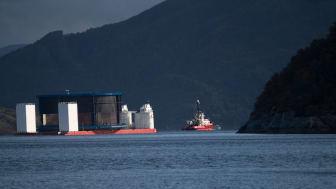 Aquatraz er eit samarbeid mellom oppdrettsselskapet Midt-Norsk Havbruk og Seafarming Systems. Merden er 18 meter djup og 160 meter i omkrins.