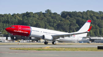 Norwegian's 50th new aircraft, LN-NGE, taking-off from Boeing Field