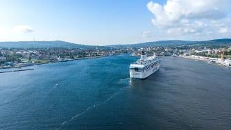 Silja Symphony på väg in i Härnösands hamn. Fotograf: Martin Edholm
