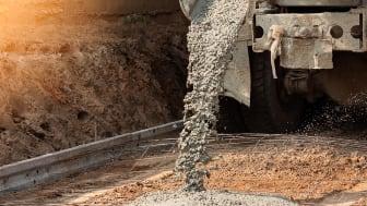Störst utsläpp i värdekedjan för bygg och anläggningssektorn står cement- och stålproduktionen för, samt de arbetsmaskiner och fordon som behövs i anläggningsarbetet.