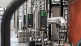 Åbne standarder og intelligente frekvensomformere sikrer optimal styring og store energibesparelse på nyt flisanlæg i Hanstholm.