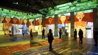 """Blick in die Videoinstallation """"Hundertwasser Experience"""", kreiert aus Werken des Künstlers Friedensreich Hundertwasser"""