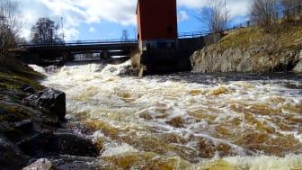 Vårflod vid Linde energis kraftstation i Dalkarlshyttan i april 2018.