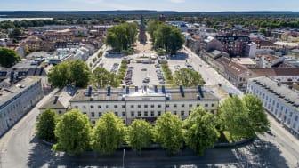 Bilden visar Vänersborg med Residenset i förgrunden