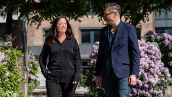 Administrerende direktør Grethe Haugland ønsker velkommen smart by urbanist Håkon Iversen som ny leder for Bergenskontoret. Foto: LINK Arkitektur / Hundven-Clements Photography.