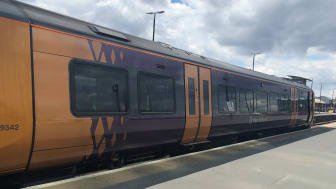 Additional carriages for busy commuter services to and from Birmingham Snow Hill