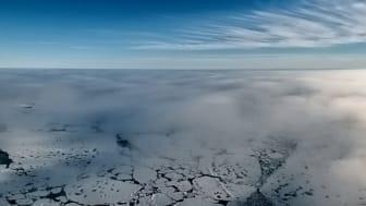 Moln i olika skikt i Arktis. Bilden tagen under ett tidigare projekt, ASCOS, med en kamera fastsatt under en fjättrad ballong.