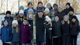 Barn i Östersund har hårdtränat inför Jorden runt-loppet med hjälp av olympier, som här Anders Södergren, skidåkare.