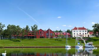 50 minuter utanför Stockholm ligger en unik året-runt-destination, i hjärtat av skärgården – Smådalarö Gård Hotell & Spa.