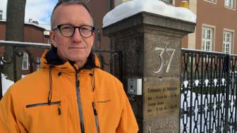 Open Doors generalsekreterare Peter Paulsson besökte under torsdagen Malaysias ambassad i Stockholm, för att lämna över närmare 1100 namnunderskrifter till stöd för den kidnappade pastorn Raymond Koh.