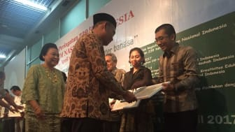 Epson Indonesia yang diwakili oleh Bp. Reza Zulkarnaen menerima Penghargaan dari Museum Nasional