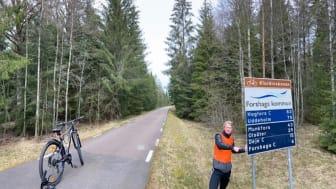 Eleven Simon Gustafsson på Thoren Business School Karlstad cyklade i 33 mil på 4 dagar och samlade in 31 000 kronor till vården