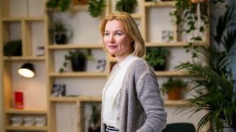 Mari Pantsar luotsaa Sitran Kestävyysratkaisut-teemaa. Hän johtaa teeman strategiaa ja vastaa siitä, että kaikki teeman tekemiset viitoittavat Suomen tietä kohti ekologisesti kestävämpää ja kilpailukykyisempää yhteiskuntaa. Kuva: Miikka Pirinen