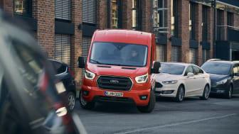 Nya Ford Transit har en rad olika förarassistanstekniker som underlättar när föraren ska parkera, som tidigare har varit ovanliga i transportbilar.