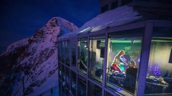 """Die """"Sphinx"""" auf dem Jungfraujoch wurde für eine Nacht zum Club (c) David Birri"""