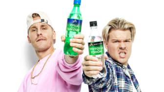 Suomalaisten  suosituimmiksi JVG:n rap-riimeiksi äänestämät 'Voitolla yöhön' ja 'Kyllä täällä tarkenee' painetaan Sprite ja Sprite Zero -pulloihin